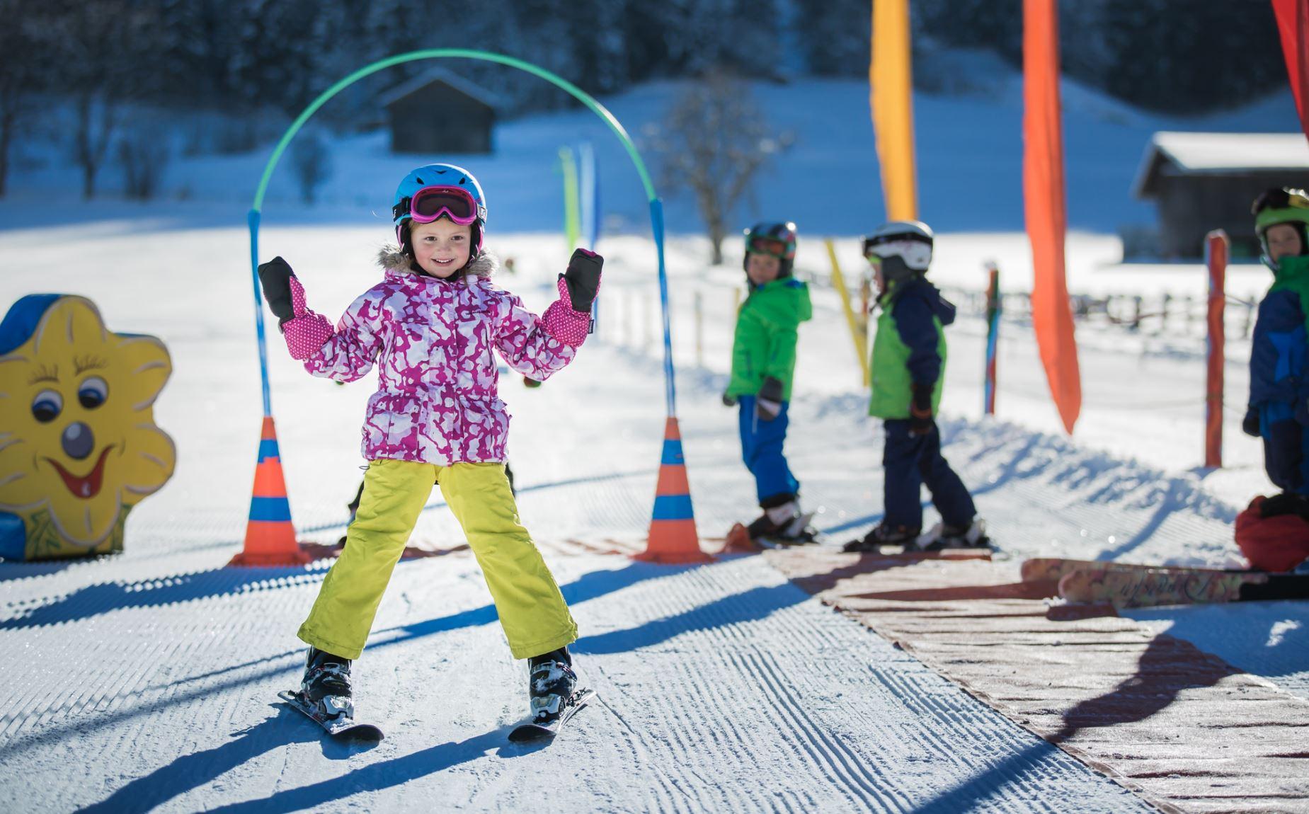 schwanner-lift-skifahren-kinder-skikurs