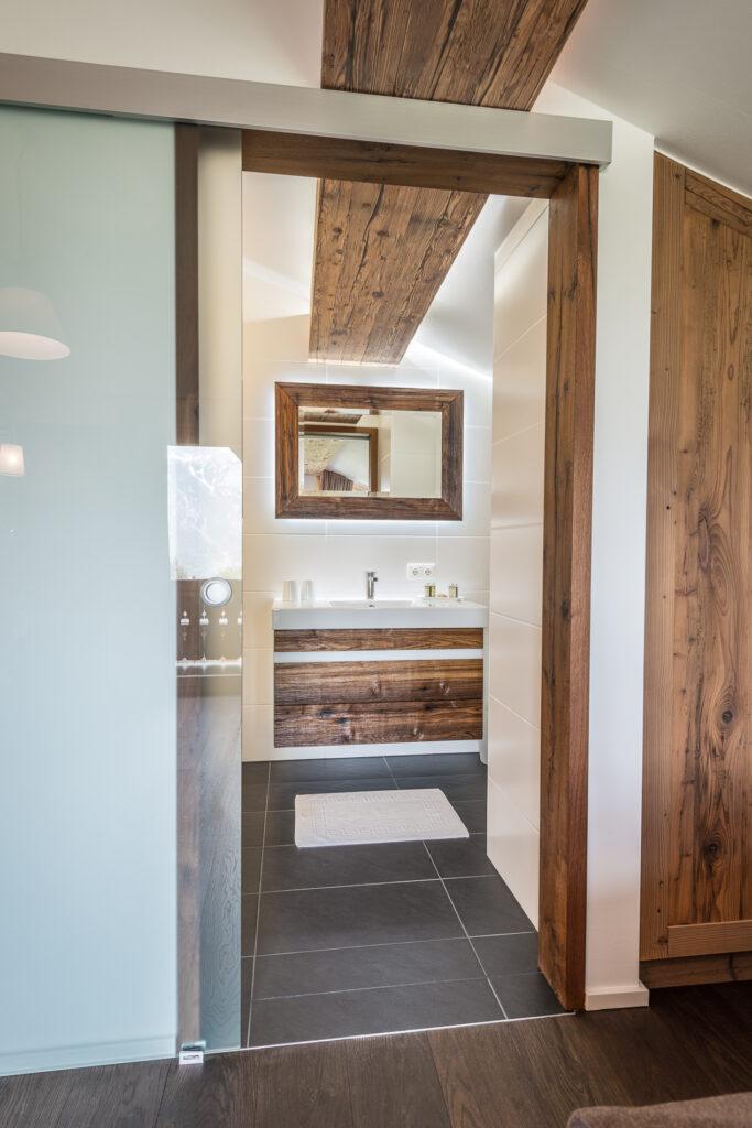 Schwanner Wirt - Badezimmer mit Schiebetür